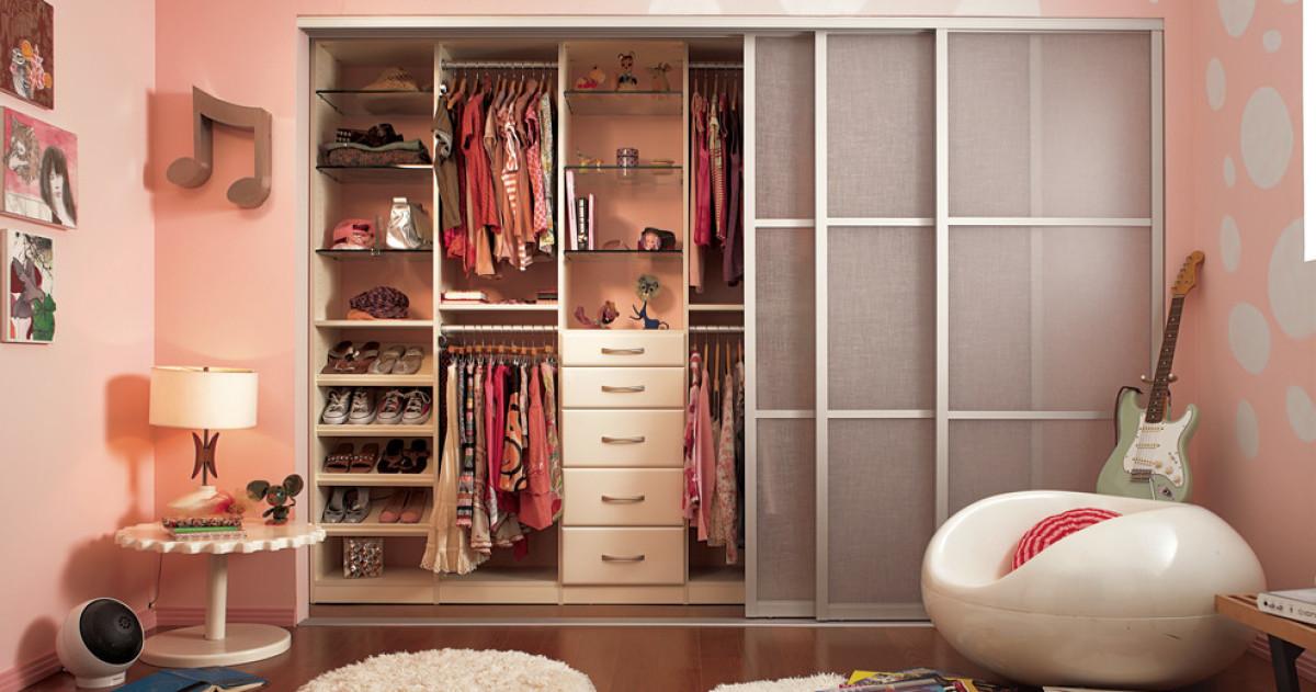 10 простых идей обустройства гардероба в детской
