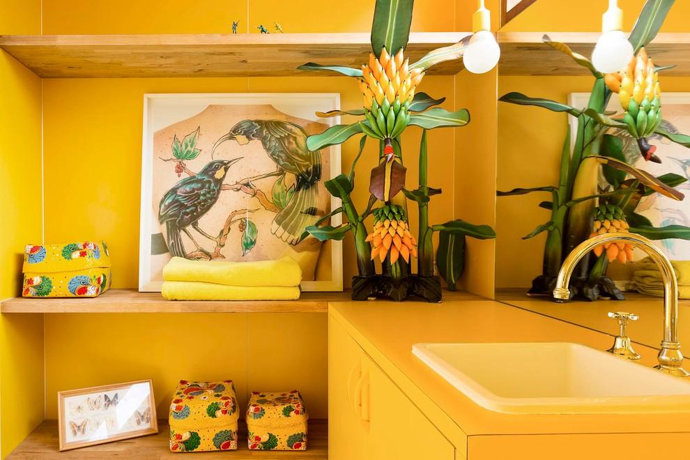 25 жизнерадостных жёлтых ванных комнат