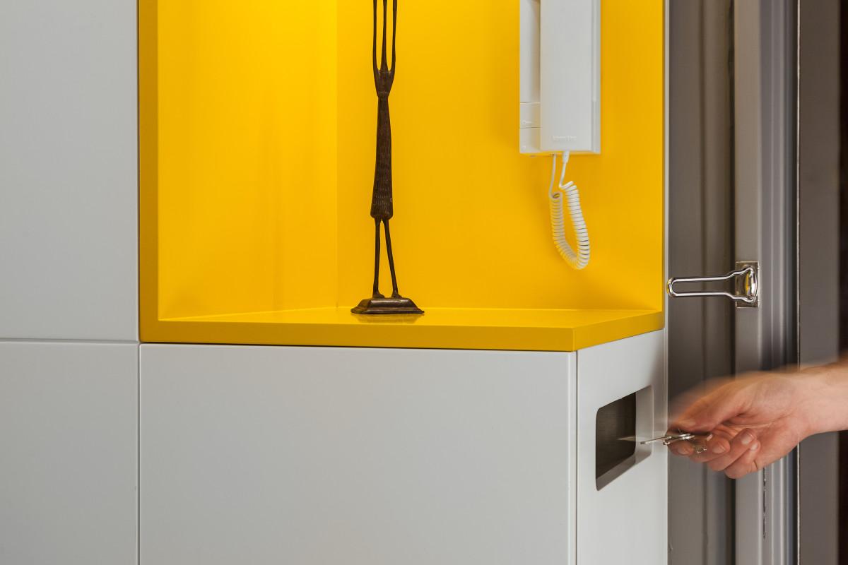в  цветах:   Желтый, Коричневый, Светло-серый, Серый.  в  .