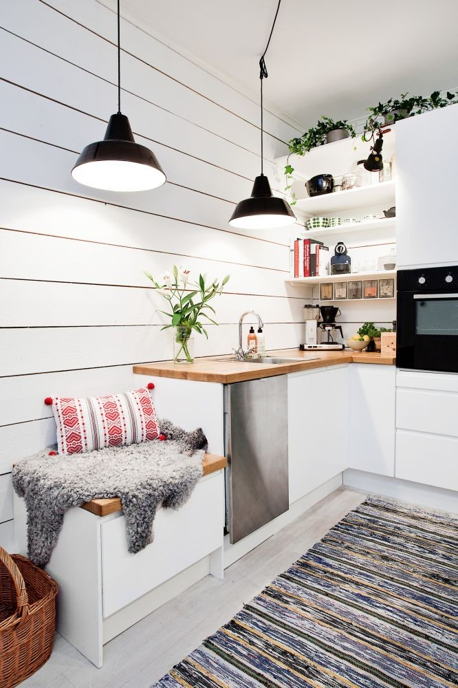 Кухня/столовая в  цветах:   Белый, Коричневый, Светло-серый, Темно-зеленый.  Кухня/столовая в  стиле:   Скандинавский.