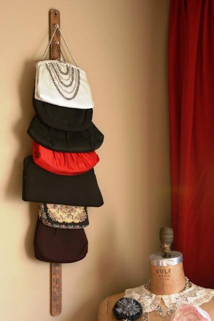 в  цветах:   Бежевый, Бордовый, Светло-серый, Черный.  в  .