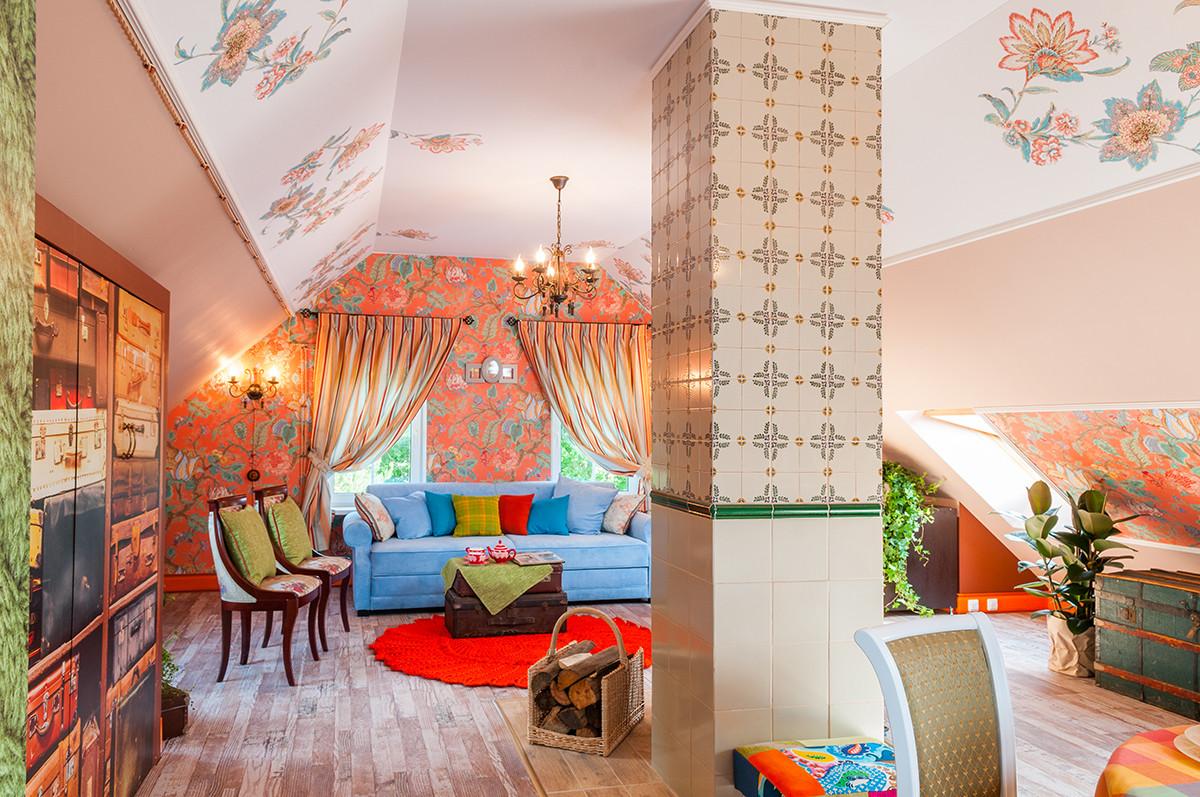 Гостиная в  цветах:   Бежевый, Желтый, Коричневый, Светло-серый.  Гостиная в  стиле:   Эклектика.