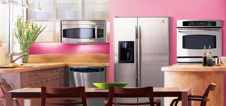 Как на маленькой кухне разместить всю нужную технику: 20 тайных мест