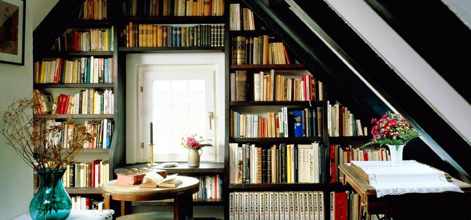 35 функциональных и красивых способов хранения книг в интерьере