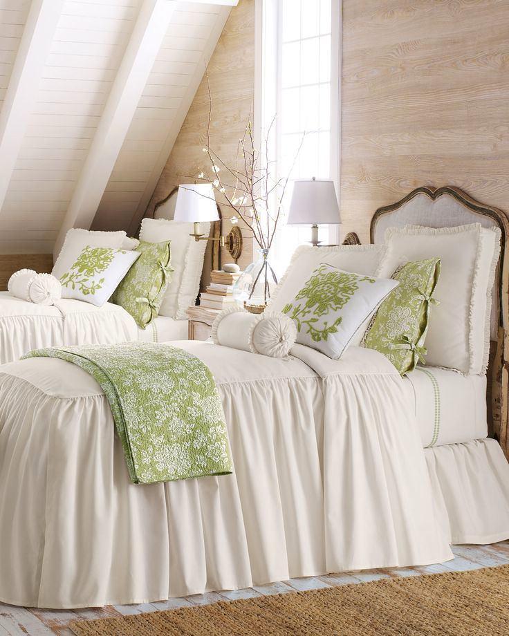Спальня в цветах: серый, светло-серый, белый, бежевый. Спальня в стиле французские стили.