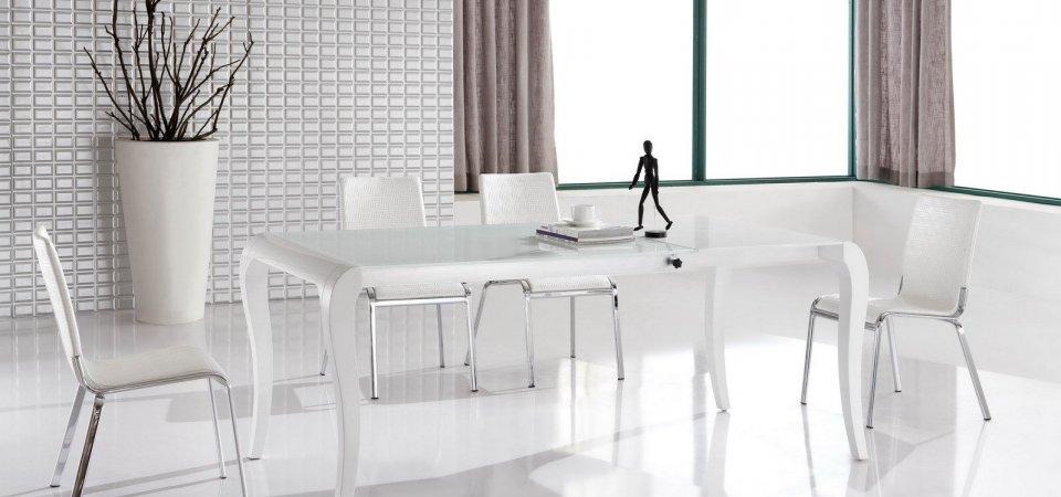Лампа, кровать, кресло и шкаф за полцены и даже меньше: горячие распродажи осени