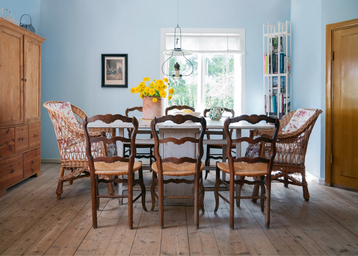 Мебель и предметы интерьера в цветах: голубой, коричневый, бежевый. Мебель и предметы интерьера в стилях: прованс, кантри.