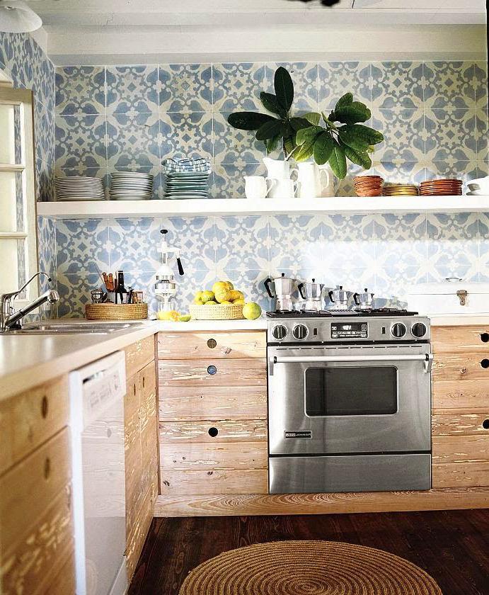 Кухня в цветах: желтый, серый, светло-серый, белый. Кухня в стиле эклектика.