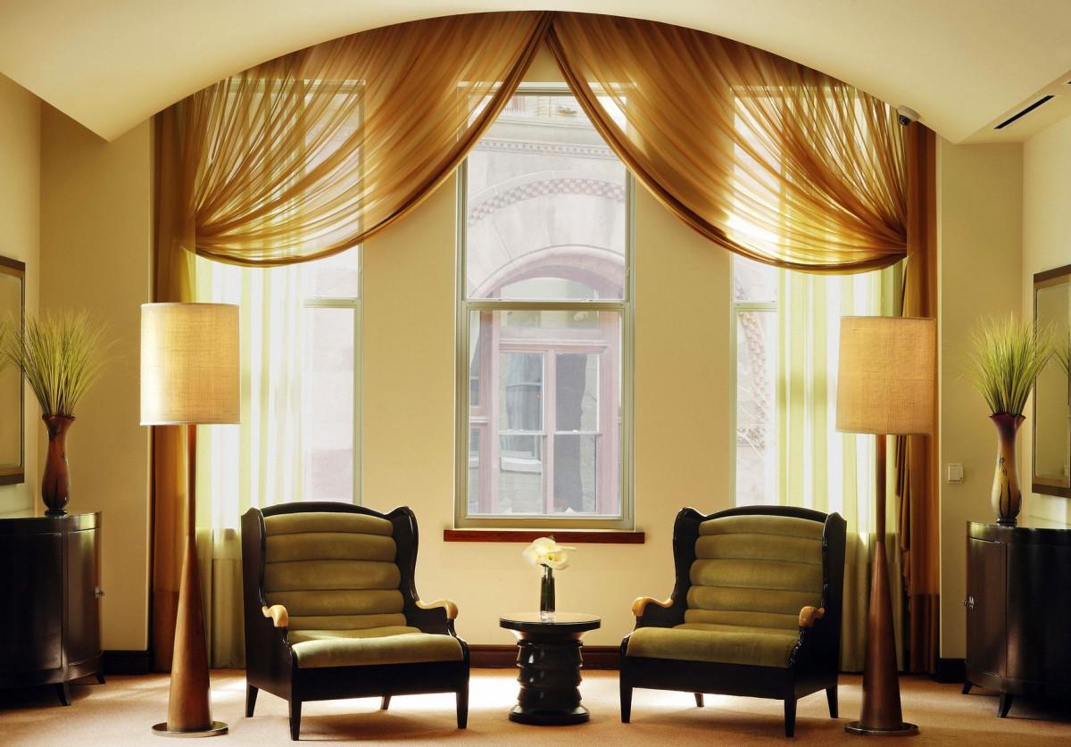 Гостиная, холл в цветах: черный, светло-серый, коричневый, бежевый. Гостиная, холл в стиле классика.