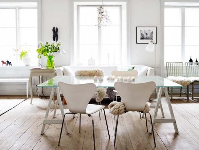 Мебель и предметы интерьера в цветах: серый, светло-серый, белый, коричневый. Мебель и предметы интерьера в стилях: скандинавский стиль, экологический стиль.