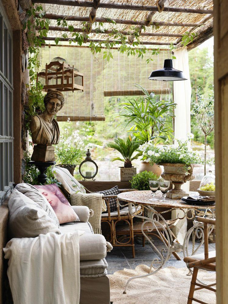 Балкон, веранда, патио в цветах: светло-серый, белый, розовый, темно-зеленый, коричневый. Балкон, веранда, патио в стилях: прованс.