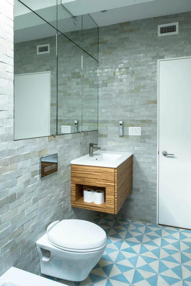 Туалет в цветах: бирюзовый, серый, светло-серый, сине-зеленый, бежевый. Туалет в стилях: минимализм, экологический стиль.