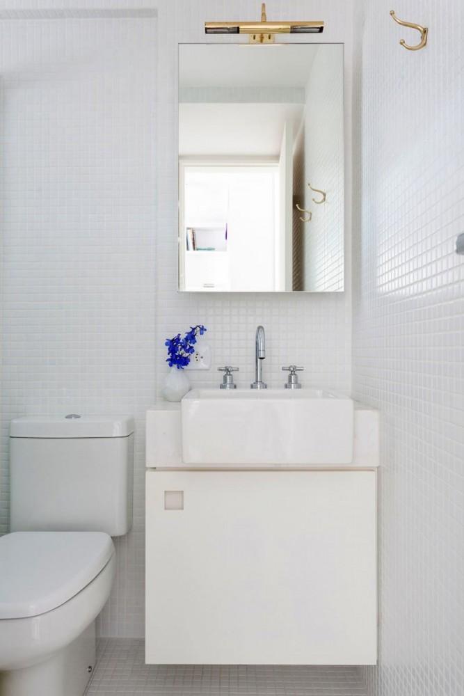 Туалет в цвете белый. Туалет в .