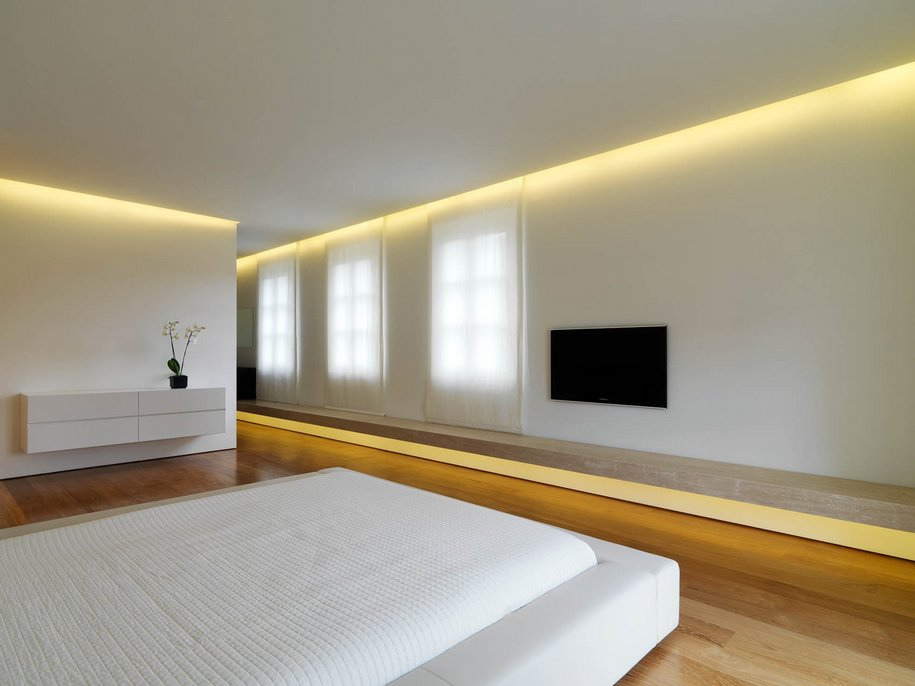 Спальня в цветах: белый, коричневый, бежевый. Спальня в стиле минимализм.
