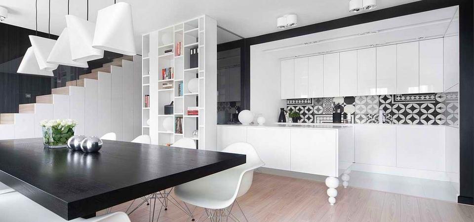 Чёрно-белый интерьер: идеальный пример из Польши