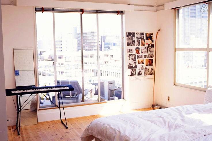 Мебель и предметы интерьера в цветах: желтый, светло-серый, белый, бежевый. Мебель и предметы интерьера в стилях: лофт.