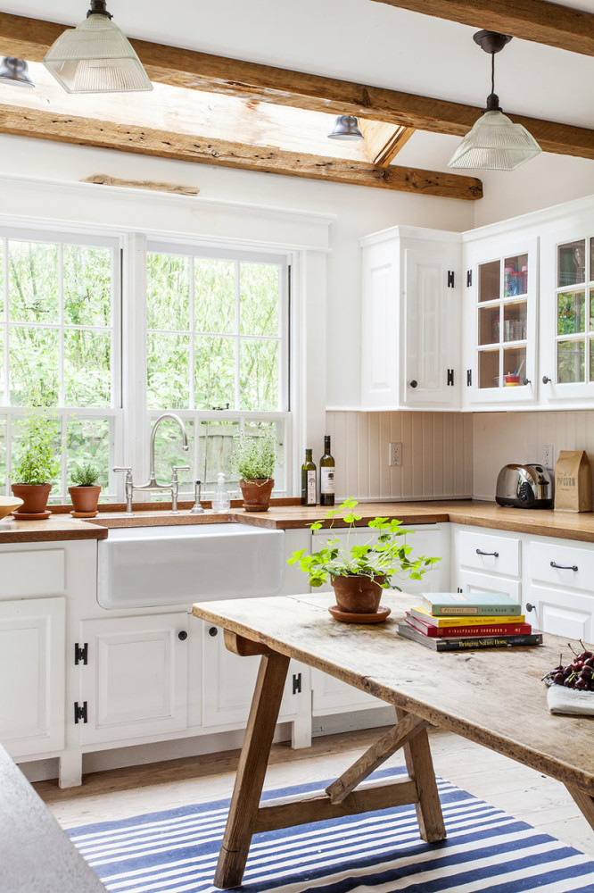 Кухня в цветах: серый, светло-серый, белый, коричневый. Кухня в стиле прованс.