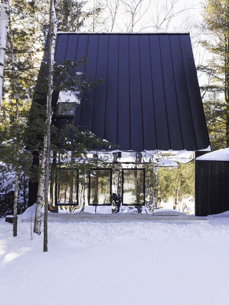 Архитектура в цветах: фиолетовый, черный, серый, белый. Архитектура в стиле экологический стиль.
