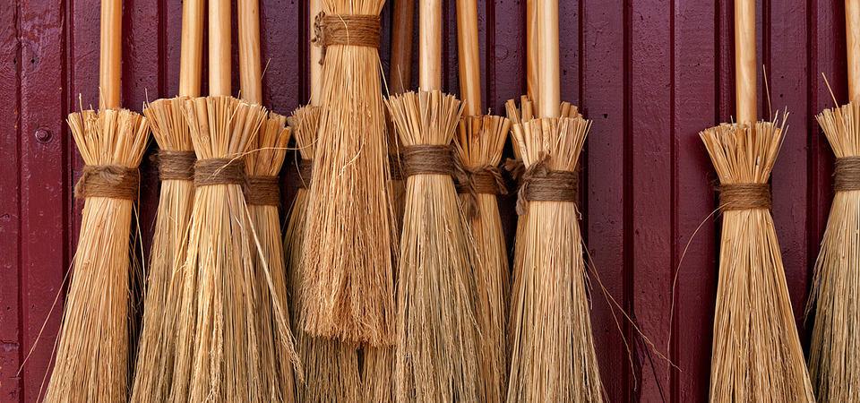 Швабра в деле: 19 идей хранения хозяйственных вещей