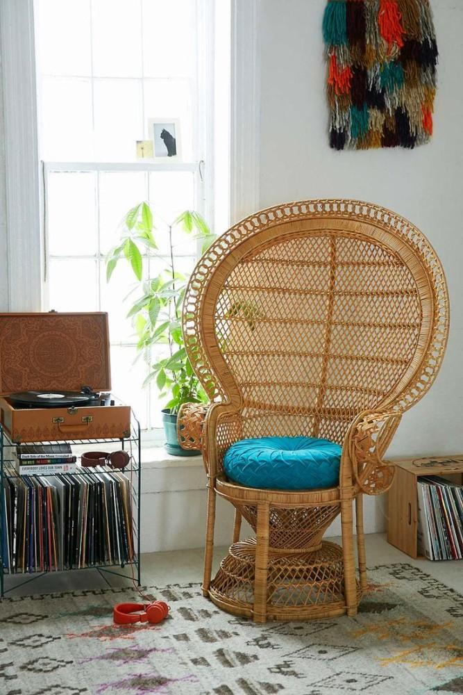Мебель и предметы интерьера в цветах: серый, светло-серый, белый, коричневый, бежевый. Мебель и предметы интерьера в стиле эклектика.