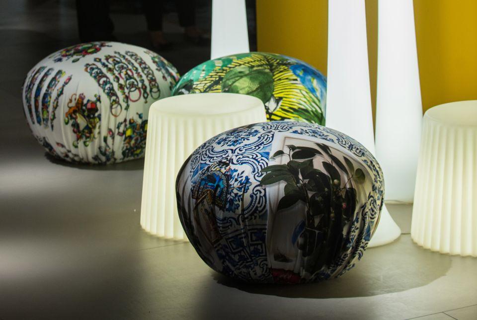 Мебель и предметы интерьера в цветах: черный, серый, светло-серый, белый, салатовый. Мебель и предметы интерьера в .