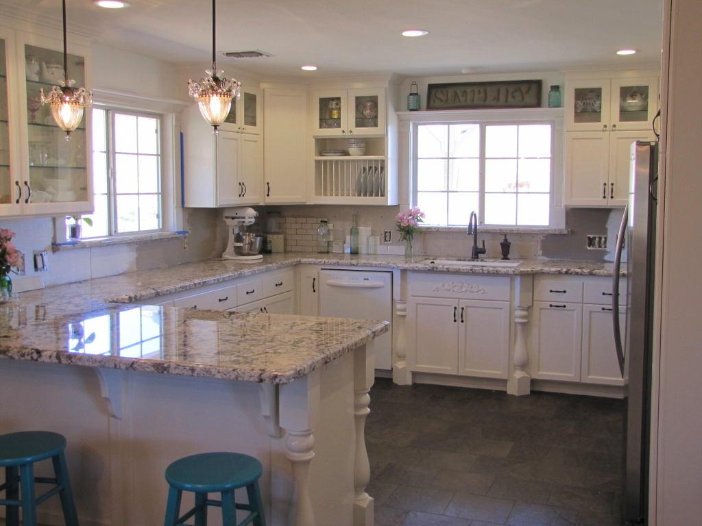 Кухня в цветах: голубой, бирюзовый, серый, светло-серый, белый. Кухня в .