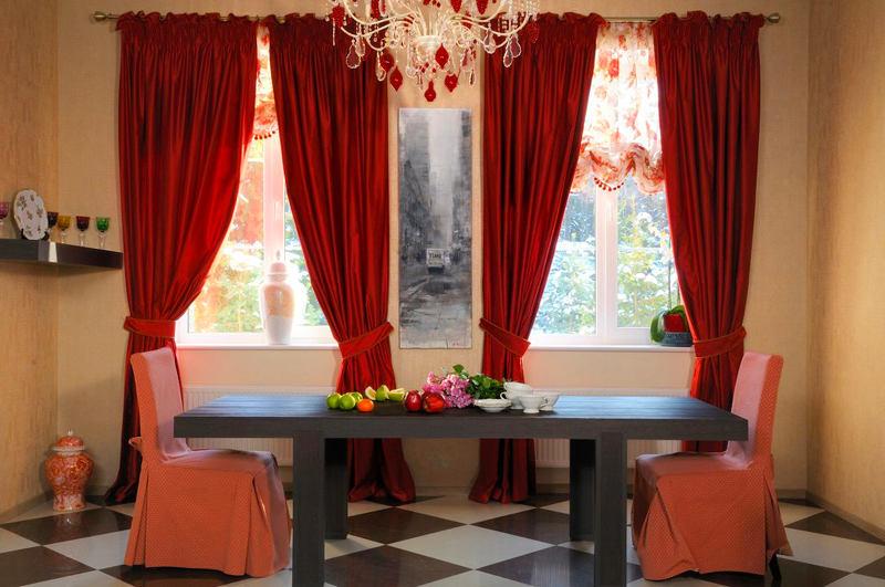 Мебель и предметы интерьера в цветах: серый, бордовый, темно-коричневый, коричневый, бежевый. Мебель и предметы интерьера в стиле классика.
