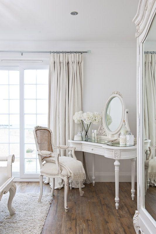Мебель и предметы интерьера в цветах: серый, светло-серый, бежевый. Мебель и предметы интерьера в стиле прованс.