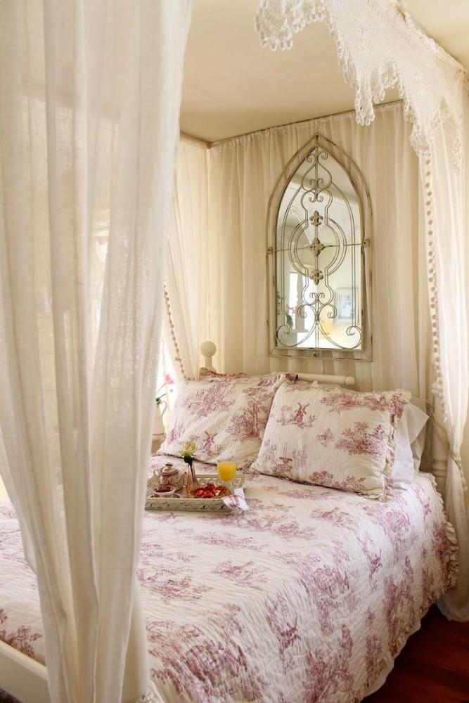 Спальня в цветах: желтый, светло-серый, белый, бежевый. Спальня в стиле французские стили.