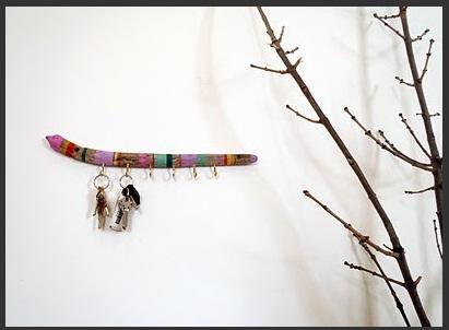 Прихожая в цветах: черный, серый, светло-серый, белый, бежевый. Прихожая в стиле экологический стиль.