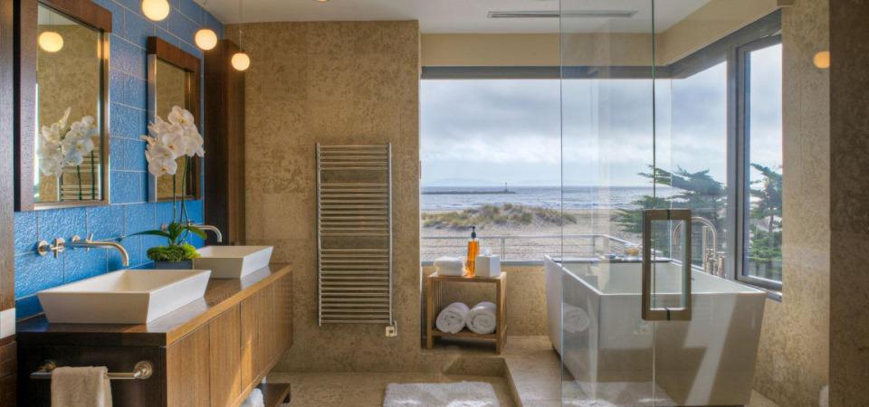 На гребне волны: 8 элементов ванной в морском стиле