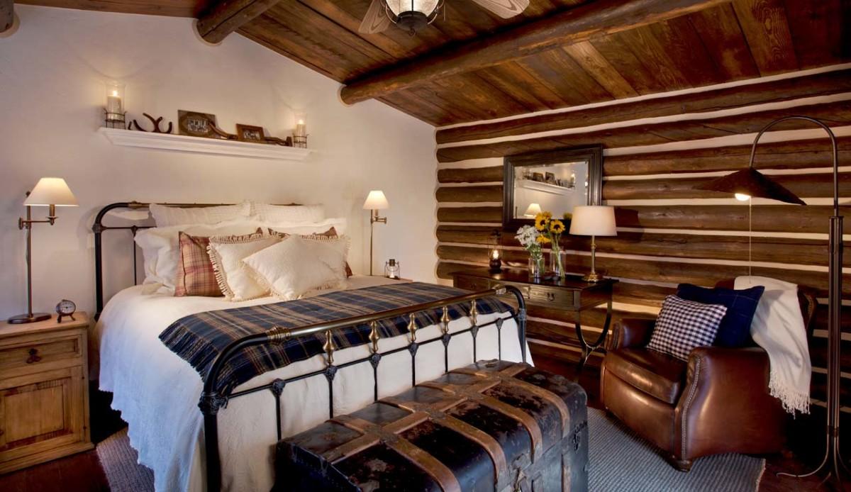 Спальня в цветах: белый, темно-коричневый. Спальня в стиле кантри.