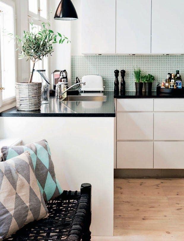 Кухня в цветах: бирюзовый, черный, серый, белый. Кухня в стиле скандинавский стиль.