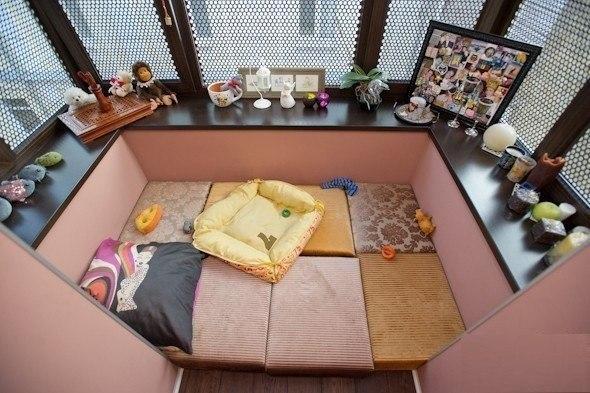 Балкон, веранда, патио в цветах: серый, светло-серый, розовый, коричневый, бежевый. Балкон, веранда, патио в .