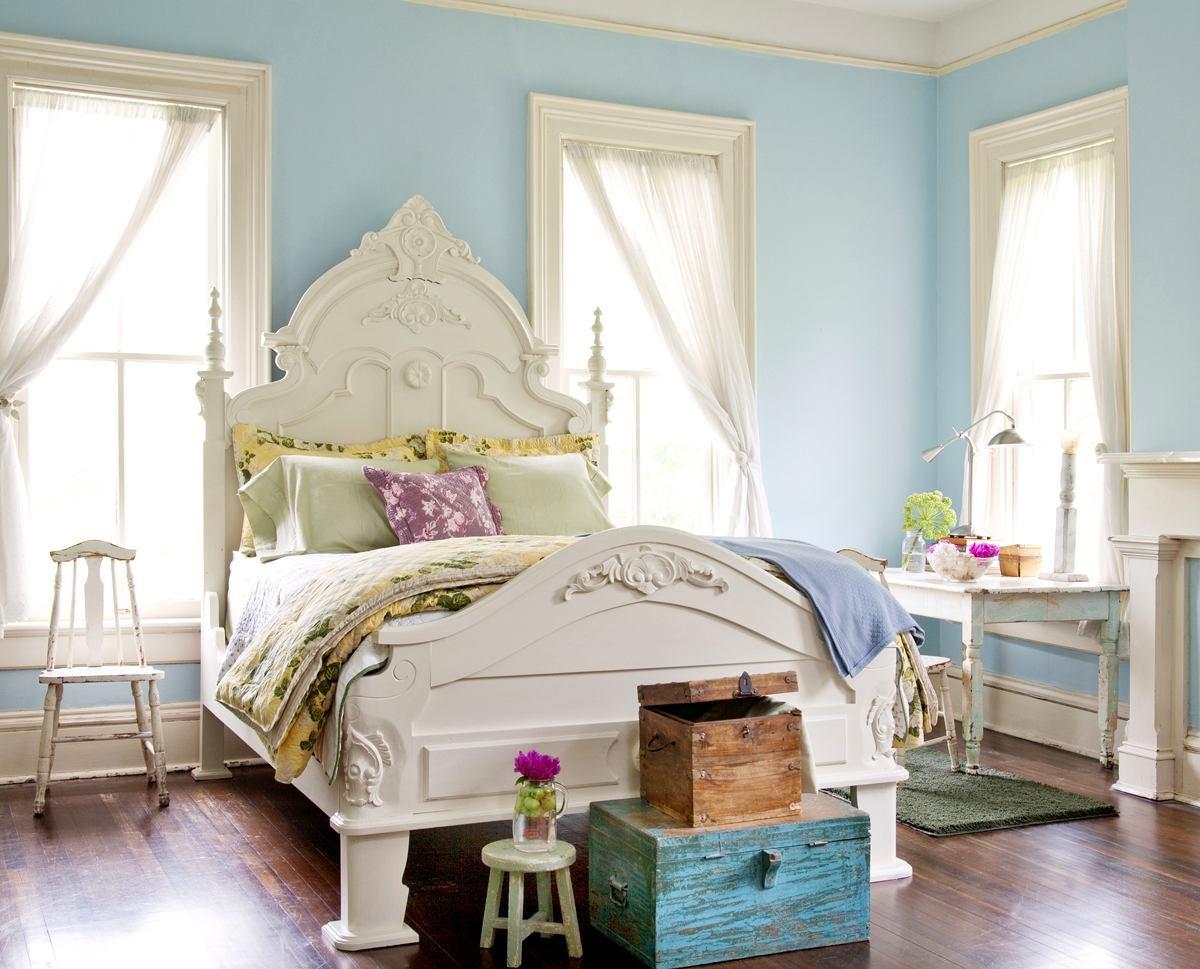 Спальня в цветах: зеленый, голубой, бирюзовый, светло-серый, белый. Спальня в .