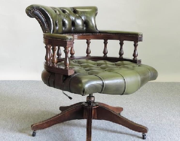 Мебель и предметы интерьера в цветах: черный, серый, светло-серый, бежевый. Мебель и предметы интерьера в стилях: английские стили.