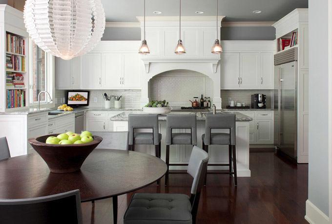 Кухня в цветах: черный, серый, светло-серый, темно-коричневый. Кухня в стиле американский стиль.
