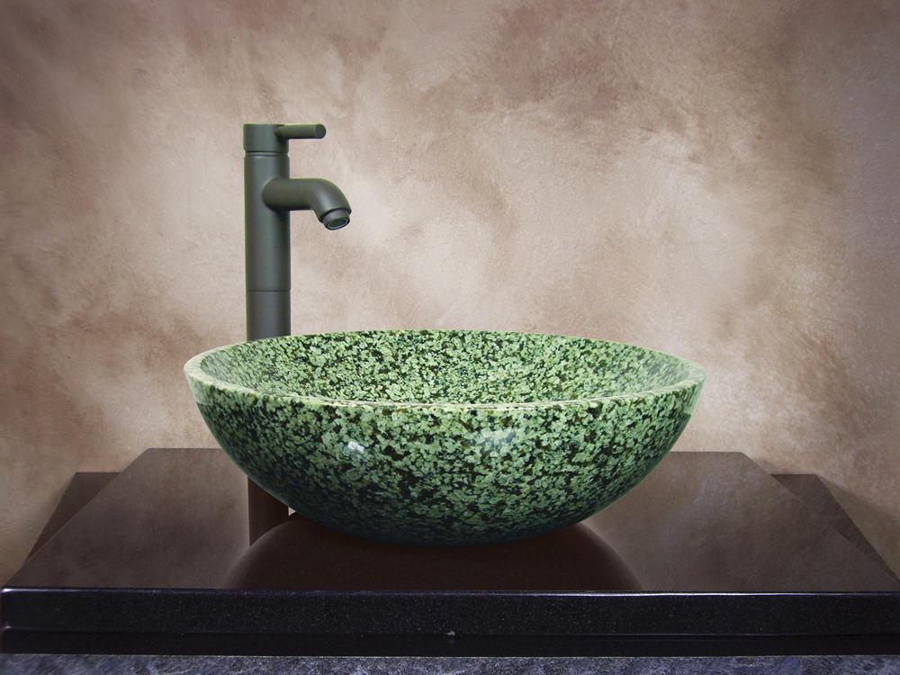 Ванная в цветах: черный, серый, светло-серый, темно-зеленый, салатовый. Ванная в стилях: минимализм, экологический стиль.