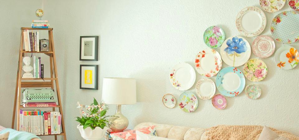 Как украшать стены тарелками: 25 модных примеров