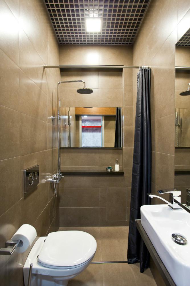 Туалет в цветах: серый, светло-серый, темно-зеленый, коричневый, бежевый. Туалет в стиле минимализм.