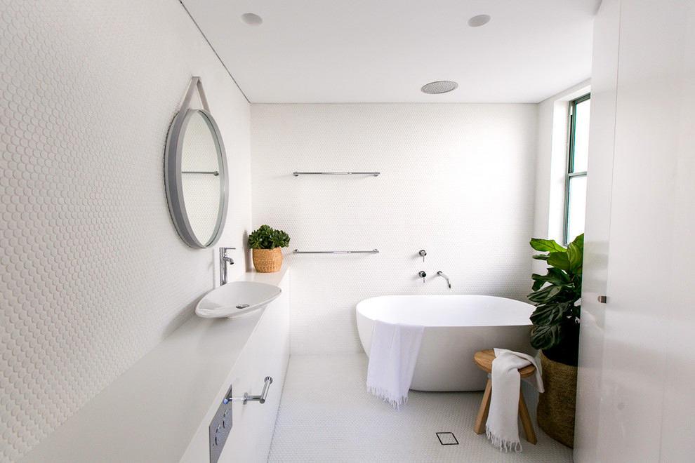 Ванная в цветах: светло-серый, белый. Ванная в стилях: минимализм, хай-тек.