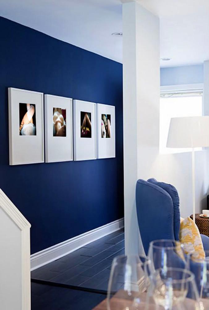 Гостиная, холл в цветах: бирюзовый, фиолетовый, черный, светло-серый, белый. Гостиная, холл в стиле минимализм.