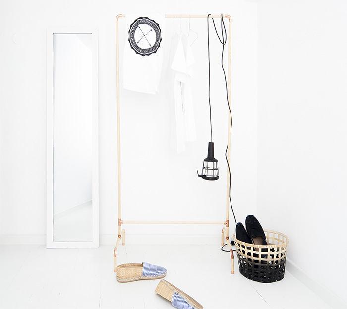 Мебель и предметы интерьера в цветах: черный, белый, коричневый. Мебель и предметы интерьера в стилях: минимализм, хай-тек, эклектика.