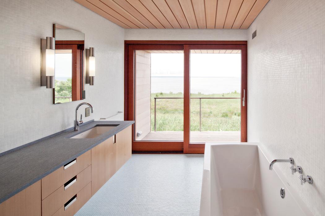 Туалет в цветах: серый, светло-серый, белый, коричневый, бежевый. Туалет в стилях: минимализм, экологический стиль.