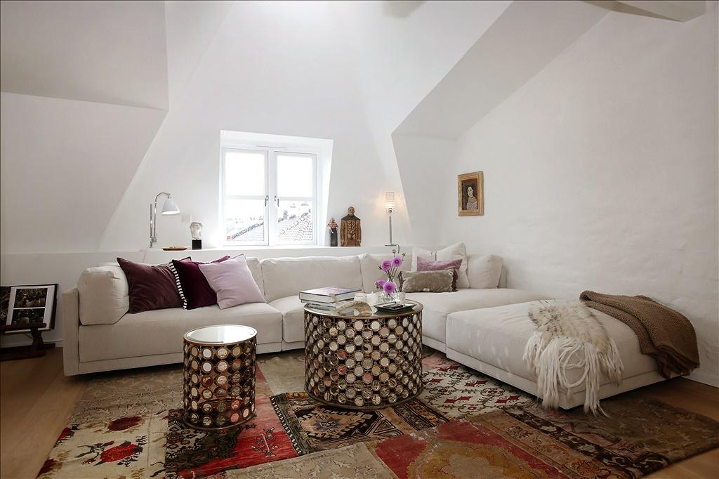 Гостиная, холл в цветах: серый, светло-серый, белый, темно-коричневый, коричневый. Гостиная, холл в стиле скандинавский стиль.