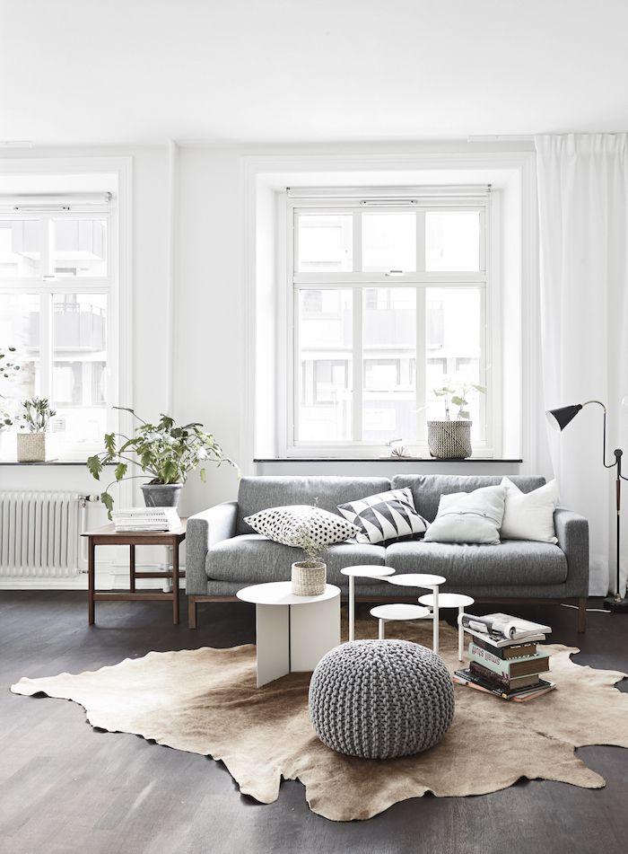 Гостиная в  цветах:   Белый, Светло-серый, Серый.  Гостиная в  стиле:   Скандинавский.