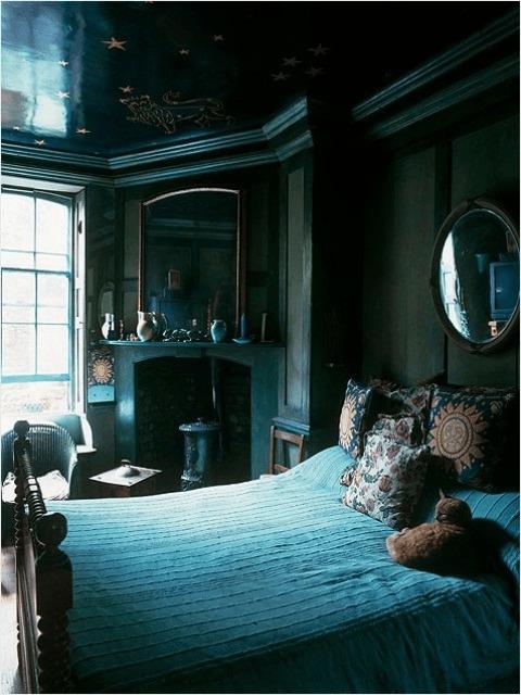 Спальня в  цветах:   Белый, Бирюзовый, Светло-серый, Синий, Черный.  Спальня в  стиле:   Классика.