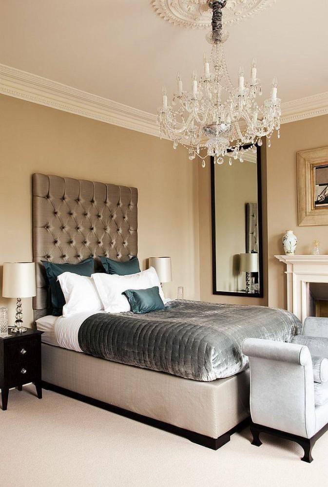 Спальня в  цветах:   Бежевый, Белый, Коричневый, Светло-серый, Черный.  Спальня в  стиле:   Неоклассика.