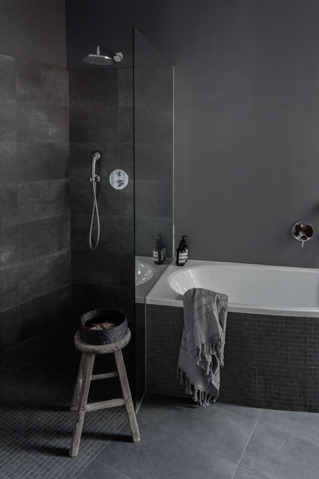 Спальня в  цветах:   Серый, Синий, Черный.  Спальня в  стиле:   Минимализм.