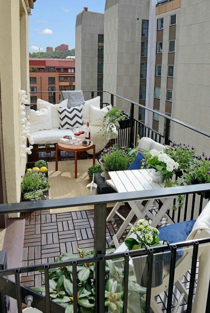 Балкон в  цветах:   Бежевый, Светло-серый, Серый, Черный.  Балкон в  стиле:   Минимализм.